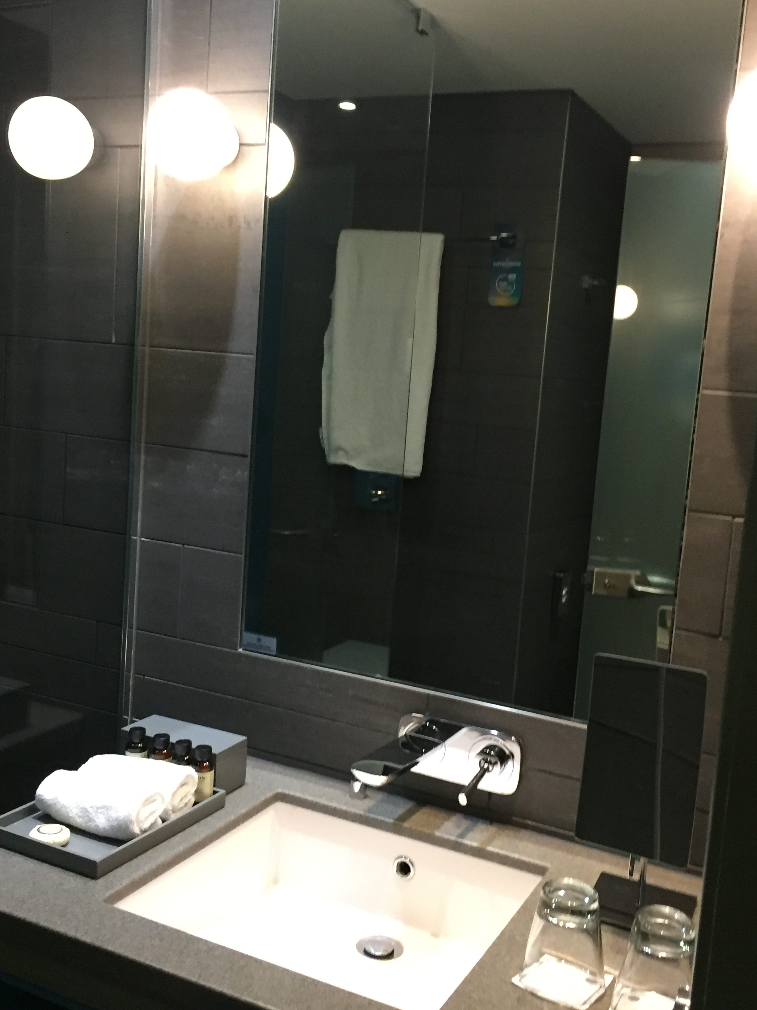 Pullman Hotel London St Pancras The Bathroom